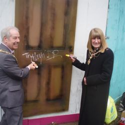 Mayor opens a romantic door to Gallery Town: Mayor and Mayoress launch Gallery Town Spring 2013